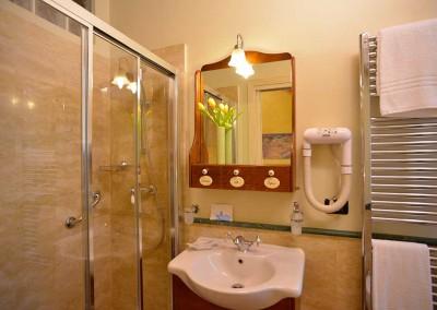 bagno-camera-gialla-casa-dei-tintori-firenze