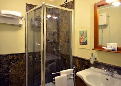 bagno-camera-verde-casa-tintori-firenze
