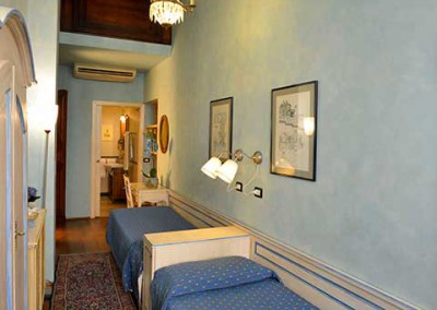 light-blue-bedroom-b&b-center-florence