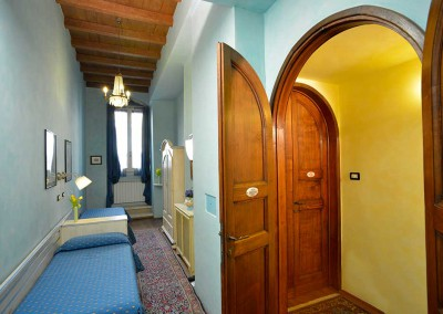 light-blue-bedroom-bed-and-breakfast-florence