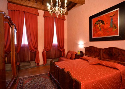 red-bedroom-b&b-in-the-heart-of-florence